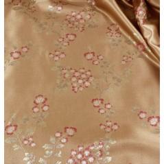Metraj draperie cu motive florale ciclam pe fond bej auriu satinat