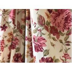 Metraj draperie bumbac cu flori grena pe fond crem