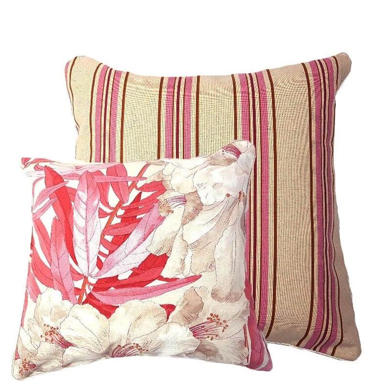 Perna decorativa cu 2 fete flori crem cu roz si dungi