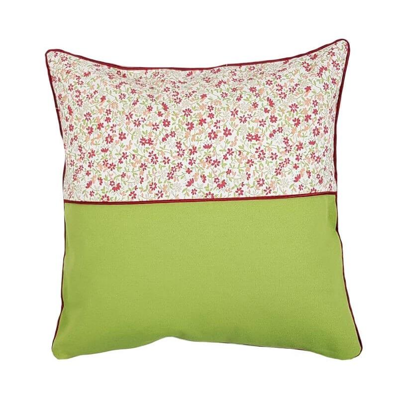 Perna decorativa verde cu floricele rosii