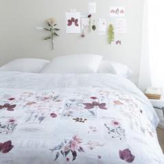 Set lenjeria de pat cu 2 fete de perna vesela You and Me cu flori mov pe fond alb