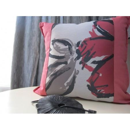 Perna decorativa rosu cu gri