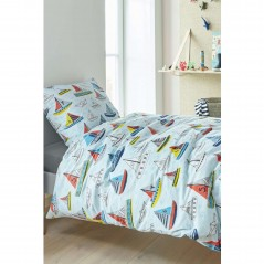 Set lenjerie de pat pentru baieti cu 1 fata de perna Boaty albastru cu corabii multicolore pe apa