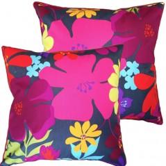 Perna decorativa cu model floral colorat pe fond inchis