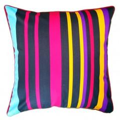 Perna decorativa cu dungi multicolore pe fond inchis
