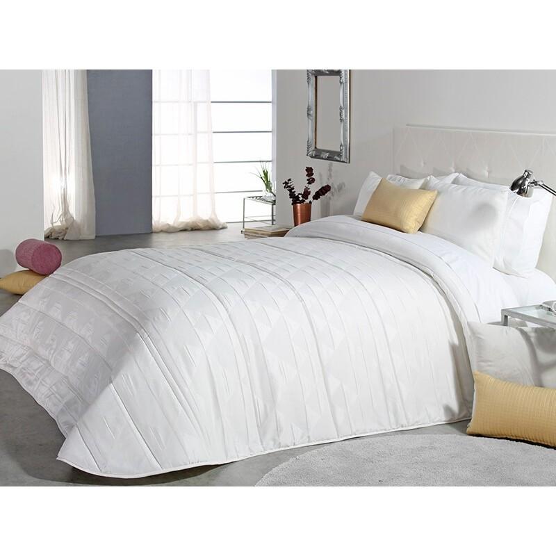 Cuvertura de pat eleganta Klive cu design deosebit alb