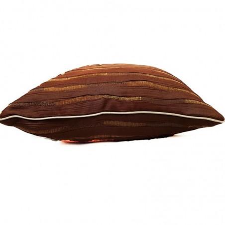 Perna decorativa maro cu model auriu
