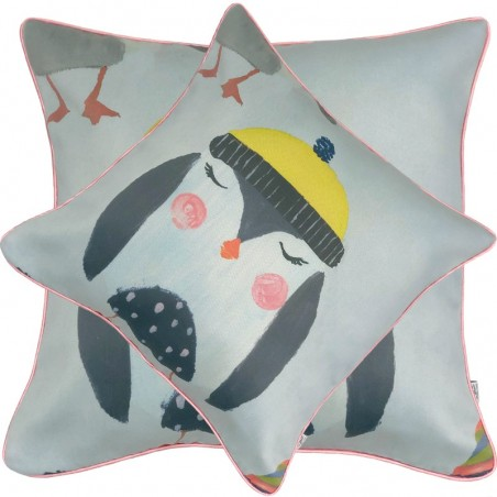 Perna decorativa moderna cu pinguin cu caciula galbena