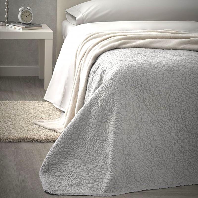 Set cuvertura de pat matlasata cu 2 fete de perna Ainara gri