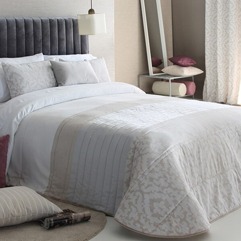 Cuvertura de pat eleganta Kylie cu design deosebit bej cu alb si gri