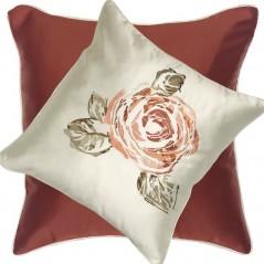 Perna decorativa cu 2 fete cu design floral brodat central caramiziu cu ivoire satinat