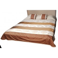 Cuvertura de pat matlasata crem cu maro cu 2 perne decor