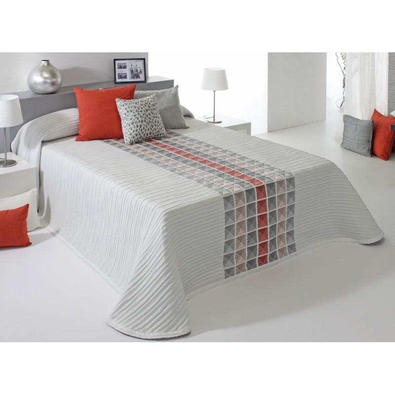 Cuvertura de pat cu modele geometrice Leik caramiziu si gri pe fond alb
