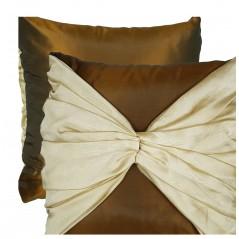 Perna decorativa eleganta maro cu fundita aurie