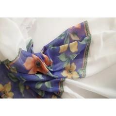 Metraj perdea voal alb cu model floral pe albastru la baza