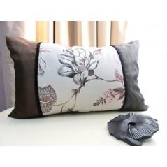 Perna decorativa dreptunghiulara cu imprimeu floral deosebit
