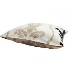 Perna decorativa crem cu negru pe fond ivory